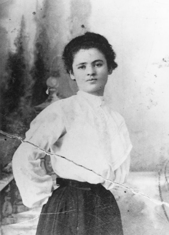Photo from the Jewish Women's Archive, public domain.